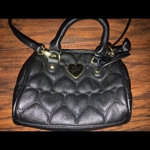 BETSEY JOHNSON BLACK CROSSBODY PURSE
